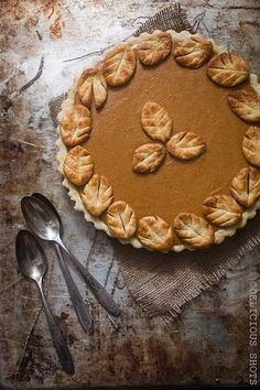 Fantastic classic pumpkin pie recipe from Delicious Shots. Love the leaf crust detail so much and it's not too hard!