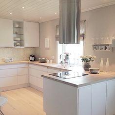 Square Kitchen island – New Kitchen Ideas Collection Open Kitchen Cabinets, Corner Sink Kitchen, Kitchen Island With Sink, Best Kitchen Sinks, All White Kitchen, New Kitchen, Kitchen Stuff, Kitchen Dining, Kitchen Appliances