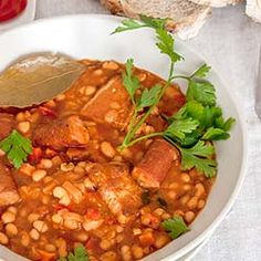 Another classic Romanian recipe, one of the best bean stews I had, with Kabanos . - Another classic Romanian recipe, one of the best bean stews I had, with Kabanos sausages and smoked - Sicilian Recipes, Lebanese Recipes, Turkish Recipes, Greek Recipes, Ethnic Recipes, Scottish Recipes, Sausage Stew, Beans And Sausage, Pork N Beans