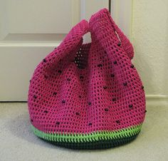 ☀CQ Ravelry: KAshmores Watermelon Market Bag. Pattern here: http://www.ravelry.com/patterns/library/market-bag-60551  #crochet 5/17/13