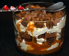Hugs & Cookies: SALTED CARAMEL ROLO BROWNIE TRIFLE - It's diabetes in a bowl...I just gained 5 pounds looking at the picture!