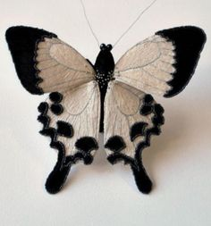 Fabric Butterfly, Butterfly Embroidery, Butterfly Crafts, Butterfly Art, Beaded Embroidery, Cross Stitch Embroidery, Hand Embroidery, Creative Textiles, Techniques Couture
