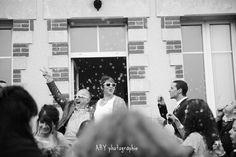 les mariés à la sortie de la mairie, les photos de mariage