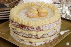 Aprenda a fazer essa receita de bolo-sonho. Ela é parecida com o doce de padaria, ams tem suas particularidades. Confira quais são.
