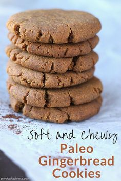 Soft & Chewy Paleo Gingerbread Cookies These paleo and vegan Christmas cookies are made with two secret ingredients to make them the chewiest, softest gingerbread cookies ever! Paleo Dessert, Healthy Sweets, Healthy Christmas Cookies, Healthy Gingerbread Cookies, Summer Cookies, Gingerbread Cake, Valentine Cookies, Gingerbread Houses, Sweets