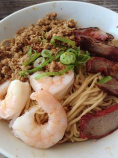 Kolo Mee (Noodles) is one of the most popular, readily available (locally) wholesome meal for the locals and visitors alike. It is a substitute staple food for rice. Noddle Recipes, Kuching, Food Staples, Noodles, Lunch, Asian, Meals, Dinner, Breakfast