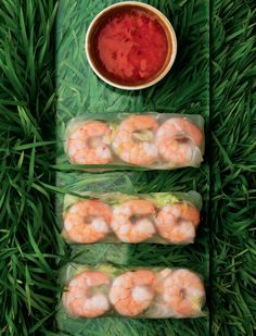 Fresh and fragrant summer rolls from Gok Wan. This favourite Vietnamese recipe features tasty prawns wrapped up with crunchy peanuts and crunchy vegetables. Prawn Salad, Seafood Salad, Gok Wan Recipes, Vietnamese Summer Rolls, Rice Paper Rolls, Salad Rolls, Sweet Chilli, Food To Go, Rolls Recipe