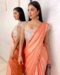 Kiara advani actress beauty image gallery cute and hot and bollywood item Indian model unseen latest very beautiful and sexy wedding selfie . Bollywood Designer Sarees, Bollywood Dress, Bollywood Fashion, Indian Bollywood, Indian Fashion Trends, Indian Designer Outfits, Indian Fashion Modern, Trendy Sarees, Stylish Sarees
