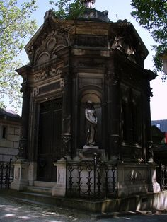 Père Lachaise Cemetery, Paris  Mausoleum,