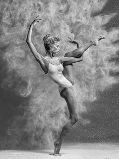 As lindas bailarinas dançando e explodindo na fotografia de Alexander Yakovlev