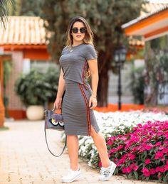 { Apaixonada por esse look da @viaevangelica } Básico, lindo e estiloso! www.viaevangelica.com.br O site da @viaevangelica esta com… Everyday Casual Outfits, Casual Skirt Outfits, Sporty Outfits, Trendy Outfits, Casual Dresses, Fashion Dresses, Skirt And Sneakers, Jumpsuit Dress, Classy Dress