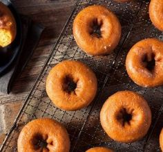 A donut with health benefits? Yes, they do exist! Whip up these turmeric donuts, free of added sugar, dairy and gluten, for anti-inflammatory dog treats. Chimichurri, Beignets, Dessert Recipes, Desserts, Fritters, Dog Treats, Turmeric, Donuts, Easy Meals