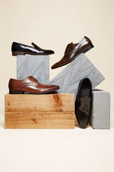 Dune and Base London Von Matthew Johnston . - Fashion Still life - Fashion Shoes, Fashion Accessories, Mens Fashion, Fashion Menswear, Fashion Still Life, Shoe Display, New Shoes, Shoes Men, Ladies Shoes