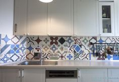 Small Rooms, Countertops, Kitchen Decor, Decorating Ideas, Kitchen Cabinets, Flooring, Stone, Natural, Wall
