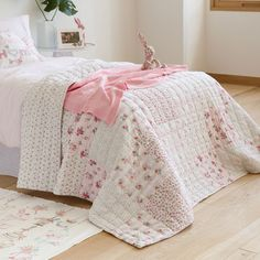 FLORAL PATCHWORK QUILT AND THROW PILLOW COVER - New Collection | Zara Home United States