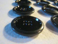 20 Stück Mantelknöpfe 4 Loch SchwarzDurchmesser ca.29 von Knopfshop