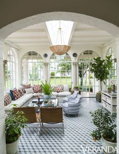 This antique Spanish Colonial house in the June issue of Veranda magazine took my breath away! The home owners brought in interior desi. Best Decor, Decor Diy, Home Decoration, Outdoor Living, Outdoor Decor, My Dream Home, House Tours, Future House, Interior And Exterior