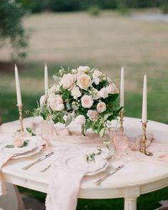 (@chicvintagebrides)  dreamy garden wedding sweetheart table