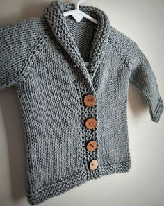 It's been a while since I've last posted…come take a peek at this sweet little baby sophisticate sweater! Ravelry Free Knitting Patterns, Free Childrens Knitting Patterns, Knitting For Kids, Free Pattern, Toddler Cardigan, Cardigan Bebe, Baby Cardigan, Diy Tricot Crochet, Knit Baby Sweaters