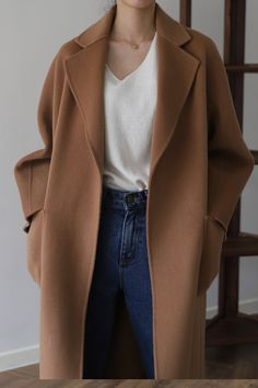 How to wear a camel this fall? Camel coat outfit , How To Wear Camel This Fall , Street Style Source by emkafile. Winter Fashion Outfits, Autumn Fashion, Mode Russe, Camel Coat Outfit, Mode Kimono, Mode Abaya, Look Retro, Mode Inspiration, Looks Style