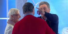 Emotion lors des retrouvailles de Daniel Auteuil et Pascal Duquenne (vidéo)