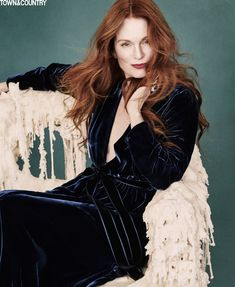 Julianne Moore Pose on Town & Country Magazine December-January 2015-2016 issue shoot