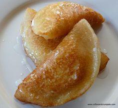 Ataif bil Ashta~Cream Stuffed Arabic Pancakes - Coffee and Crumpets Lebanese Desserts, Lebanese Recipes, Turkish Recipes, Arabic Dessert, Arabic Sweets, Palestine Food, Comida Armenia, Baking Recipes, Dessert Recipes