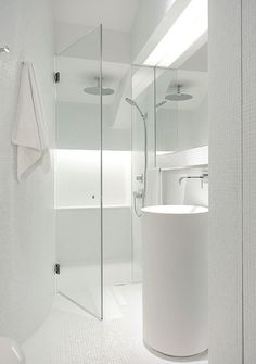 White bathroom in Singapore, by architects Ong and Ong.
