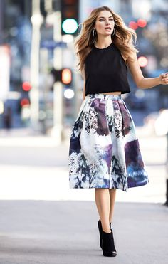 love this midi on midi look. black crop shirt & beautiful purple patterned midi skirt.