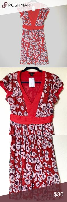 NWT H&M Red Poppy Dress SZ 8 This new with tags H&M Red Poppy Dress is in a size 8. **measurements coming soon** H&M Dresses Midi