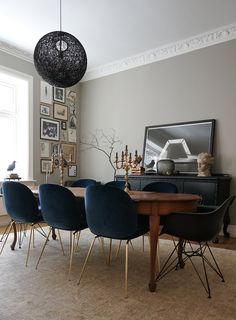 Chic eclectic dining room; lovely grey walls; blue velvet upholstered chairs…