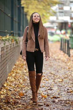 brown suede jacket with brown tall boots outfit bmodish inspirationen overknees Outfit Inspirations : What to Wear With Brown Boots - Be Modish Tan Boots Outfit, Winter Boots Outfits, Booties Outfit, Brown Outfit, Winter Fashion Outfits, Camel Boots, Fall Outfits, Brown Boots Outfit Winter, Boho Boots