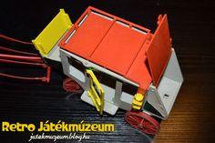 Ezek a játékok a 70-es években az olcsóbb kategóriába tartoztak és ez első sorban az előállítás költségeinek volt köszönhető. Rengeteg akkori maszek foglalkozott fröccsöntéssel, amihez nem ritkán egy-egy gyártó minőségibb játéka volt a minta.