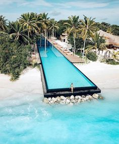 This is the longest infinity pool in all of Maldives. This year I plan on going Island hopping in Maldives and take some time to explorer… Vacation Places, Vacation Destinations, Dream Vacations, Places To Travel, Vacation Trips, Vacations To Go, Mexico Vacation, Oh The Places You'll Go, Cool Places To Visit