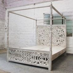 Take a look at this refreshing small bedroom furniture - what a clever type Post Bed Frame, 4 Post Bed, Remodeling Mobile Homes, Home Remodeling, Carved Beds, Hand Carved, Carved Wood, Bed Design, Home Design
