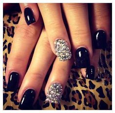 Black nail art designs can instantly add glamour to your look. The best thing about painting your nails black. type of black nail art 2018 Get Nails, Prom Nails, Fancy Nails, Love Nails, How To Do Nails, Vegas Nails, Homecoming Nails, Fabulous Nails, Gorgeous Nails