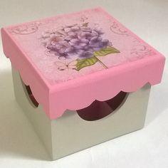 Porta batom 9 divisórias. Tinta pva cintilante Corfix areia e rosa bebê. Découpage adesiva Litoarte DAX-114