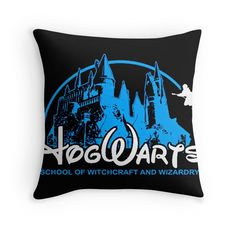 Harry Potter New Hogwarts Castle Harry Potter New, Harry Potter Bedroom, Harry Potter Facts, Harry Potter Characters, Geek Bedroom, Friends Theme Song, Slytherin House, Fantastic Beasts, Happy Valentines Day