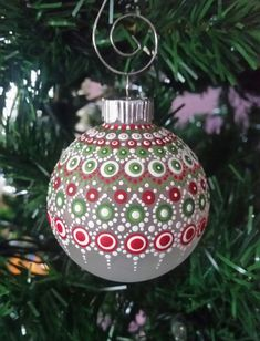 Painted Christmas Ornaments, Hand Painted Ornaments, Diy Christmas Ornaments, Diy Christmas Gifts, Christmas Projects, Handmade Christmas, Christmas Mandala, Christmas Paintings, Dot Painting