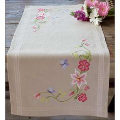 Chemin de table imprimé Fleurs roses avec papillons à broder au point de croix