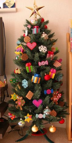 Christmas Perler Beads, Mini Christmas Ornaments, Christmas Crafts For Kids, Xmas Crafts, Christmas Projects, Diy And Crafts, Easy Perler Bead Patterns, Perler Bead Art, Hamma Beads Ideas