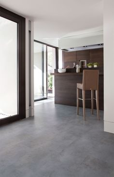 Like the grout blending the tiles together. Tiles are too small Pvc Flooring, Grey Flooring, Concrete Floors, Living Room Flooring, Kitchen Flooring, Style At Home, Floor Design, House Design, House Tiles