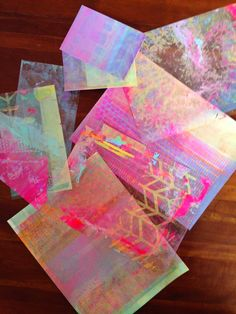 Making postcards with a layer of loveliness and gelprints, by Sarah #diypostcardswap #gelliprints