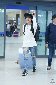 Jin ❤ Seokjin at Incheon Airport from Indonesia after 'Law of the Jungle' #BTS #방탄소년단