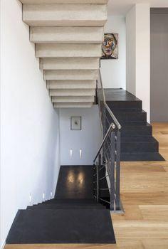 Finde Modern Flur, Diele & Treppenhaus Designs: Beton Ciré auf Treppe. Entdecke die schönsten Bilder zur Inspiration für die Gestaltung deines Traumhauses.