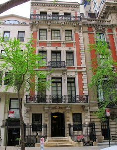 5.11.15 | Big Old Houses: A Whole Lot of Crazy | New York Social Diary