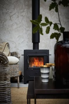 En stilren och stämningsfull samlingsplats i glas – kika in! Rustic Fireplaces, Modern Fireplace, Brick Fireplace, Fireplace Mantels, Victorian Fireplace, Traditional Fireplace, Elle Decor, Outdoor Living, Pergola