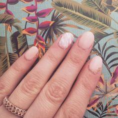 New year fresh start #whynot fresh nails 💪🏼💅🏼🦄 #imfeelingit #nailstagram #manicure #nudenails #marblenails #goldflakes #bblogger #beautyblogger #grblogger #lifestyleblogger (@serialunseriousbyaa)