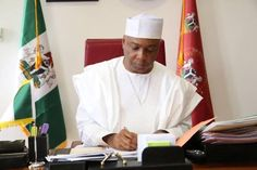 Photo of Saraki signing the senates approval of the 2016 budget - http://www.thelivefeeds.com/photo-of-saraki-signing-the-senates-approval-of-the-2016-budget/
