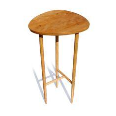 Table Moi-Je. Petite table d'ornement en Cerisier et Chêne. Accents d'Ébène. Assemblages à tenons traversants encoignés. Finie aux huiles d'Abrasin et de Noix. Cires de Carnauba et abeilles. Entièrement réalisée de façon traditionnelle, sans outillage électrique. julienhardydesign.com  Dimensions : 30 x 15.5 x 16 po. - 76.2 x 39.3 x 40.6 cm Prix : 375 $ CA